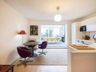 PARIS centre Maison avec 4 chambres pour 4 -12 personnes
