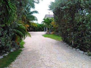 Paradise Oceanfront  Treehouse, Marathon Shores