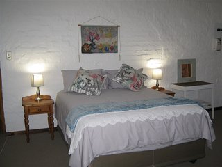Rheola's Guest Cottage - Self-Catering 2 bedroom (both en suite), Harrismith