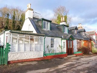 ROSE COTTAGE, semi-detached, pet-friendly, WiFi, in Strathpeffer, Ref 26815