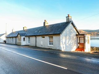 SHORE COTTAGE, terraced, romantic, open fire, all ground floor, Lochgilphead