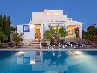 Villa Prado - A great value villa with pool near Playa den Bossa. Sleeps 8