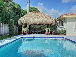 Walk to Beach!  Walk to Everything! 4BR Pool Home!, Lauderdale by the Sea