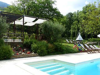 ABELIA-Cerqua Rosara Residence a nice apartment in villa with pool near Assisi, Valtopina