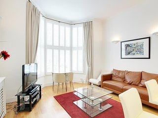 Exquisite 2 Bed 2 Bath Off High Street Kensington