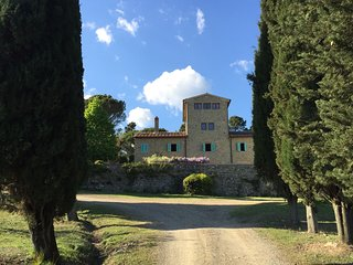 Charming tower with pool between Florence and Arezzo