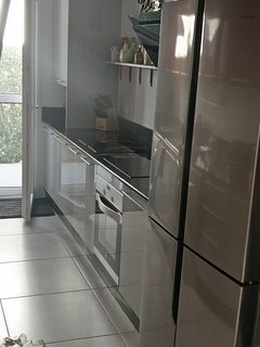 NEW American F/F, new oven & Induction hob. m/wave, coffee m/c.  All mod cons for a quality holiday!