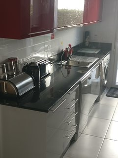 New luxury Fully equipped kitchen. Dishwasher & washing m/c.  All you need for the perfect holiday!