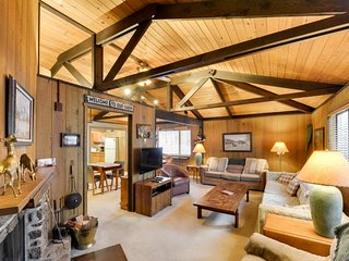 Dog-friendly cabin close to the Village - SHARC passes included!, Sunriver