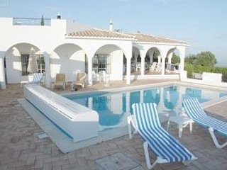 Monte das Figueiras; 4 spacious double bedrooms all with en-suite bathrooms.