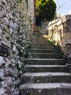 steps to reach the property