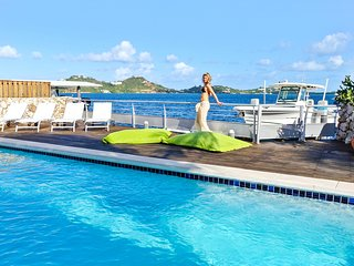 4 bedrooms contemporary villa, full lagoonview located just near Maho SXM