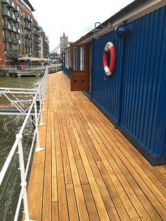 Rear upper deck