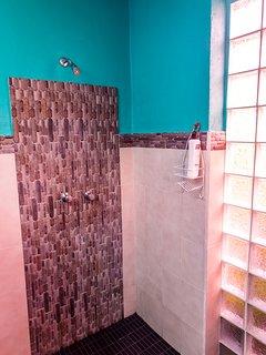 Large batrhroom with shower