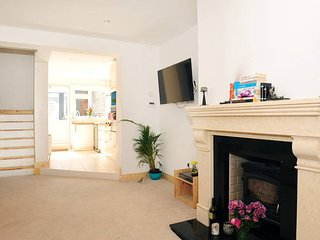 Comfortable, Modern home close to stadium, city centre, financial district etc, Dublin