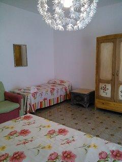 Camera gialla con letto singolo