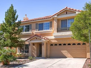 Impressive 4.5 Bedroom with Pool! -Close to Strip!, Las Vegas