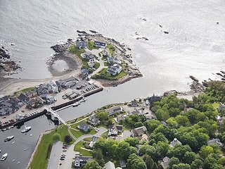 Perkins Cove direct Oceanfront with private beach., Ogunquit