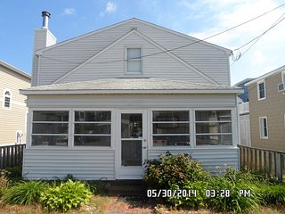 Ocean-Block Rental, 5 BR, 1 Block to Everything!!, Dewey Beach