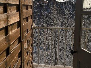 Balcon enneigé, vue sur la chaine du Mont-Blanc