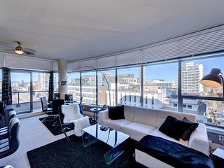 Beautifully Appointed 1 Bedroom Downtown Victoria Executive Condo