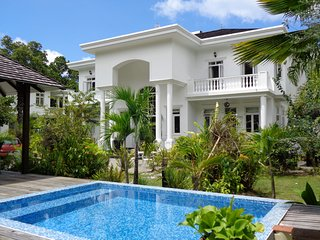 Deluxe two bedroom private villa with plunge pool 2, Beau Vallon