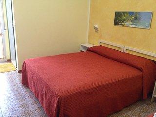 Chambre à 2 lits avec salle de bains et wifi
