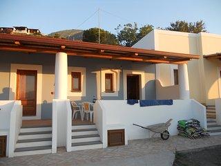 Graziosa casetta con terrazza stile eoliano