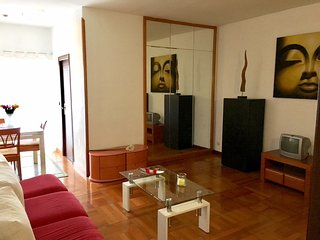 BIG WITH BALCONY-NO NOISE-5min TO PUBLIC TRANSPORT, Barcelona