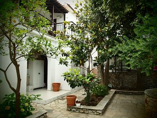№4 Studios for two people, in a prime location in 5 minutes from the sea!, Megali Ammos