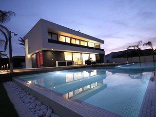 Lujoso chalet de construccion nueva con piscina cerca del Mar (Villa Gawy)