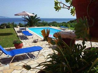 Spacious Villa With Private Pool, Unique Sea View, Next to The Beach & Argostoli, Trapezaki