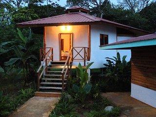Casa Abundancyah. B&B - La Tortuga room, Pueblo de Bocas