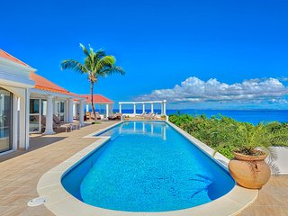 TERRASSE DE MER. IRMA SUVIVOR! hillside villa, breathtaking view of Baie Rogue B