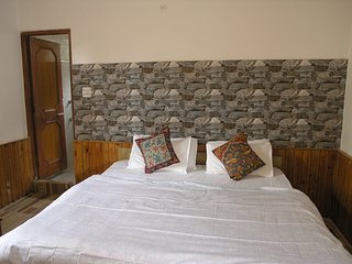 Wonderful River View Guest House, Manali