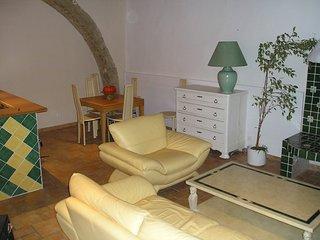 Gemutliches Dorfhaus mit Dachterrasse nicht weit vom Mittelmeer u. Etang de Thau