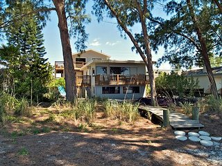 Daydreamin' Home - Beach Front House great for a large family!