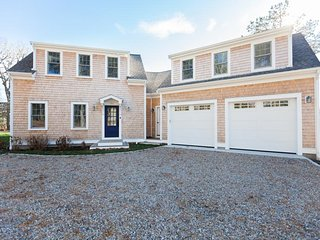 Brand new custom built beauty in S. Chatham w/water views (linens incl); 151-C, South Chatham