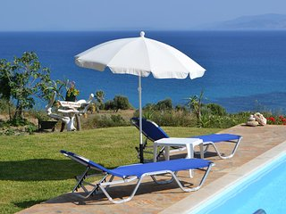 Spacious Villa With Private Pool, Unique Sea View, Next to The Beach & Argostoli, Karavados