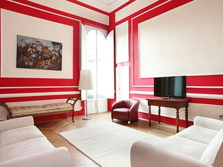 Sunny luxury (elevator) large quiet elegant WIFI & FULL AC glamour near th Duomo