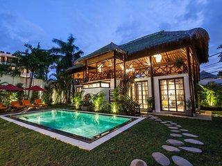 Balinese Style Huge 6 Bedrooms Villa in Seminyak - 2 minutes walk to beach