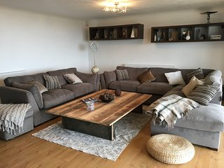 Wavelyn House, Ocean view family friendly house ,easy reach to beach & village, Westward Ho