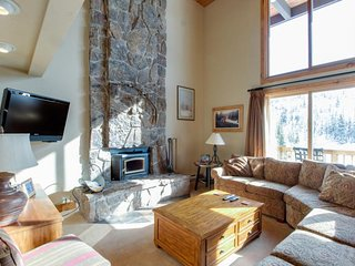 Ski-in/ski-out condo with shared hot tub, sauna, tennis & pool!
