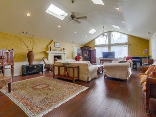 Coastal Holiday Home in Oceanside, North County San Diego.Walk to Beach.Sleeps10