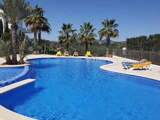 Luxury 2 bed, 2 bath apt. Private garden. 2 mins walk to marina, Cala d'Or