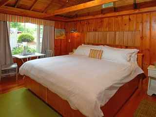 Conway Lake Cabin, 2-4 Guests, Wolfeboro, Lakes Region, near Lake Winnipesaukee