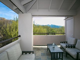 2nd floor 1 bedrm/den with private patio and Stunning Mountain Views!