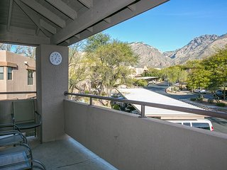 Beautiful Arizona sunsets from your second floor balcony in this 3 bedrm!, Tucson