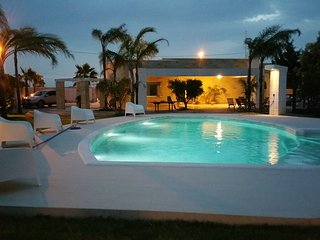 Fori Tlu Cuccu - Rock Villa Apulia with Private Pool by the Beach near Ostuni
