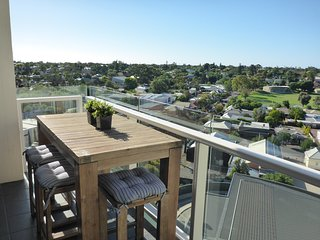 Luxury 2 BR Apartment on Adelaide City Fringe with pool, Medindie